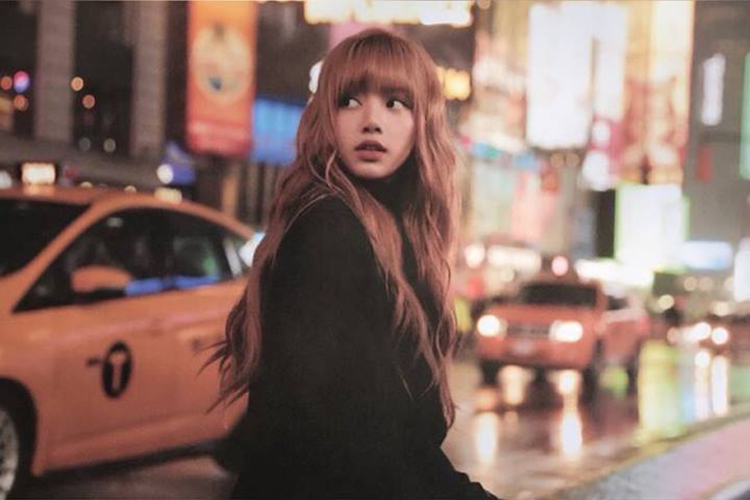 Lisa_Blackpink